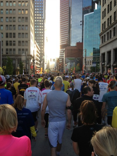 walking-to-starting-line-at-pittsburgh-marathon